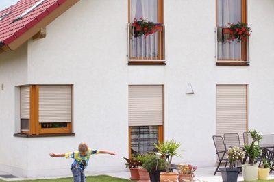Montaż we wnęce okiennej budynku. Roleta podtynkowa 90 Alukon. Profilnet Tarnowskie Góry Śląsk Zabrze Gliwice Częstochowa